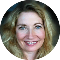 Liz Aiello headshot portrait round